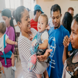 Doação de Ovos de Páscoa a crianças e adolescentes da Pastoral do Migrante