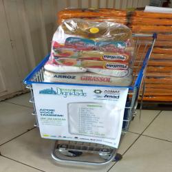Cestas-básicas doadas por supermercados ao SOS Funcionários da Santa Casa