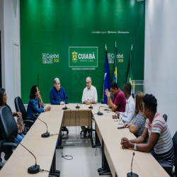 Reunião na prefeitura para viabilizar vagas de trabalho a imigrantes - Fotografo: George Dias/ZF Press