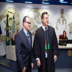 Presidente da OAB-MT recebe comenda do TRT - Fotografo: Alessandro Cassemiro/TRT-MT