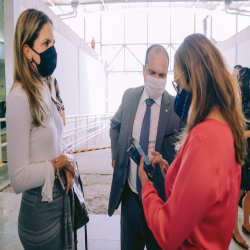 Diretores da OAB-MT e CAA-MT recepcionam profissionais da advocacia na retomada das atividades presenciais no Fórum de Cuiabá